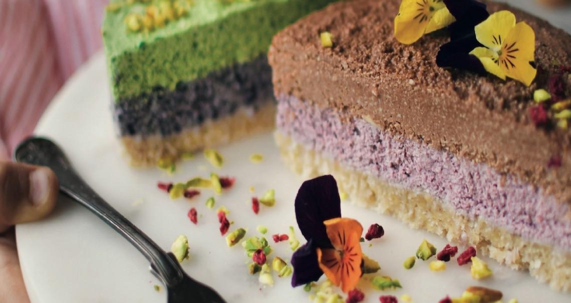 Kešu duhový dort