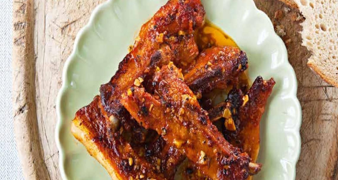 Pikantní pečená vepřová žebírka s domácí chilli majonézou