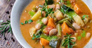 Podzimní zeleninová polévka s cizrnou