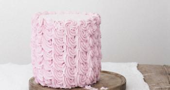 Malinový krémový dort