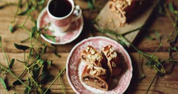 Perníkový závin s povidly a ořechy